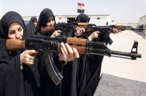 بعد انسحاب الجيش.. عراقيات يحملن السلاح دفاعًا عن وطنهن في مواجهة داعش