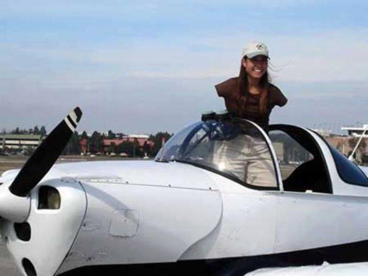جيسيكا .. أول قائدة طائرات في العالم بدون ذراعين