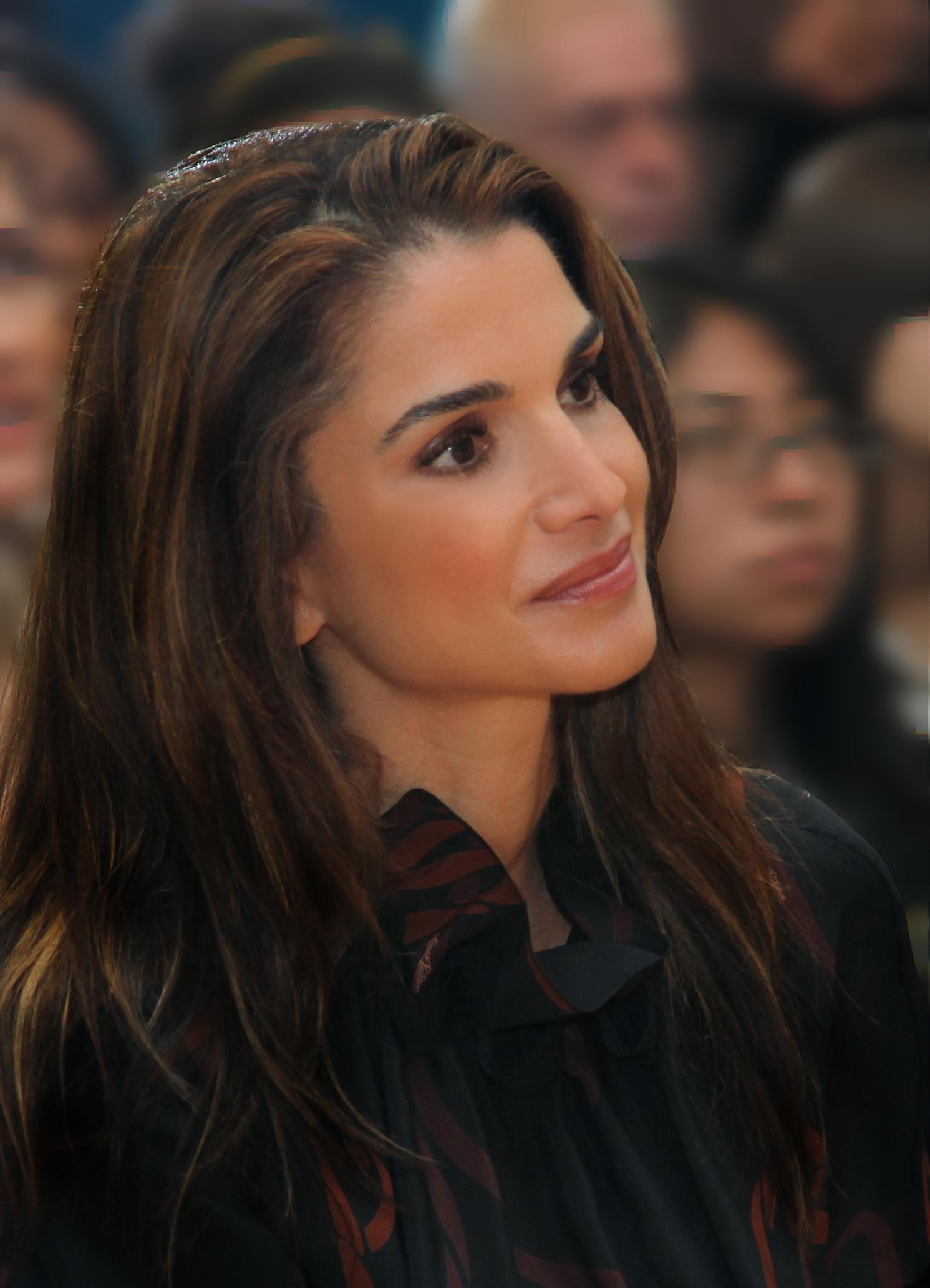 الملكة رانيا .. جمال وأناقه !