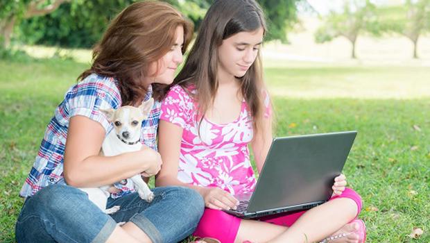 نصائح بسيطة تحولك من أم إلى صديقة لابنتك