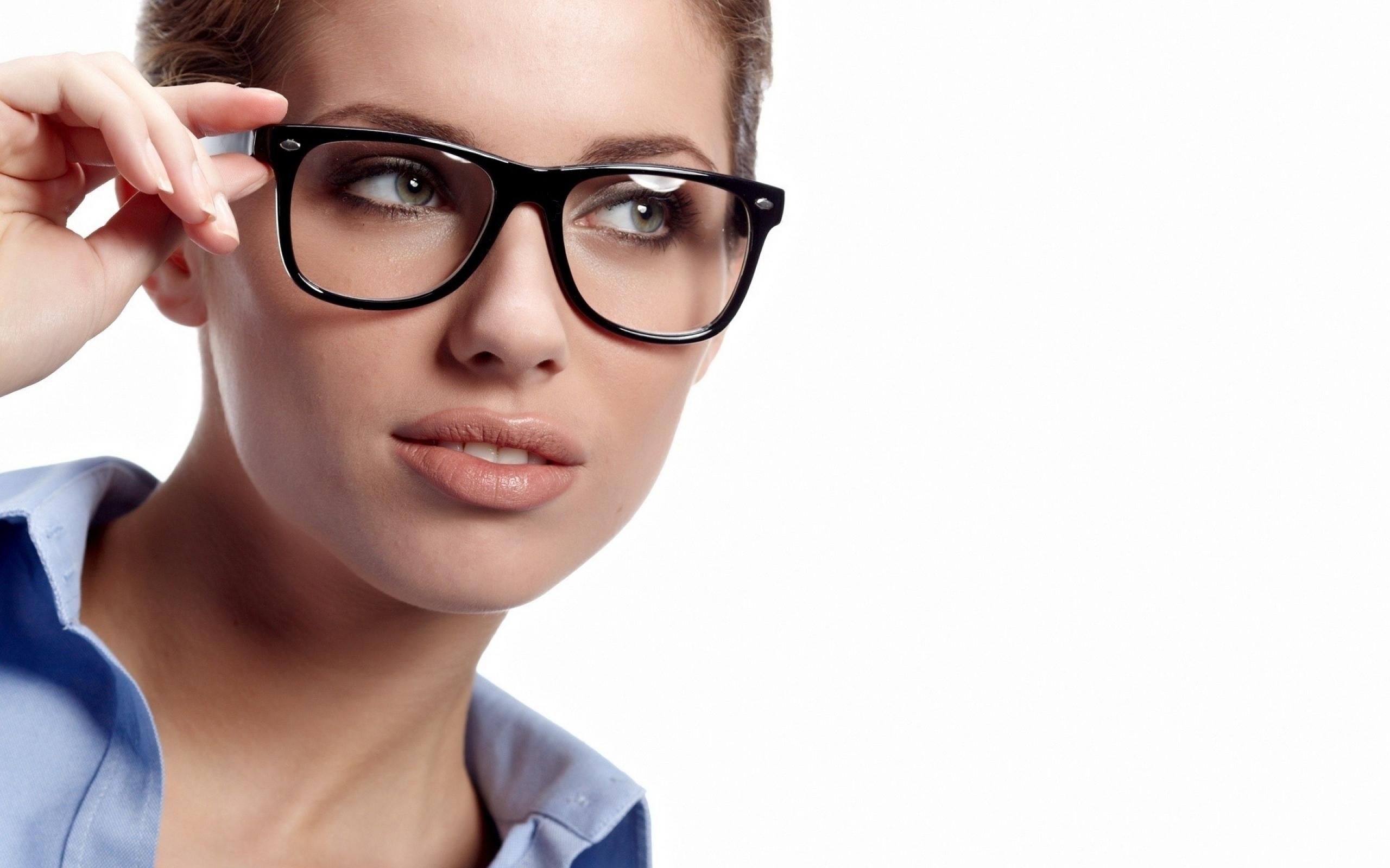 ماكياج العيون لمرتديات النظارة الطبية