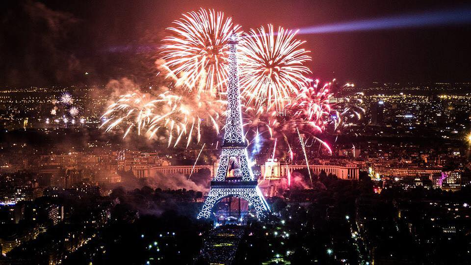 شاهد احتفالات ٢٠١٥ حول العالم بالصور