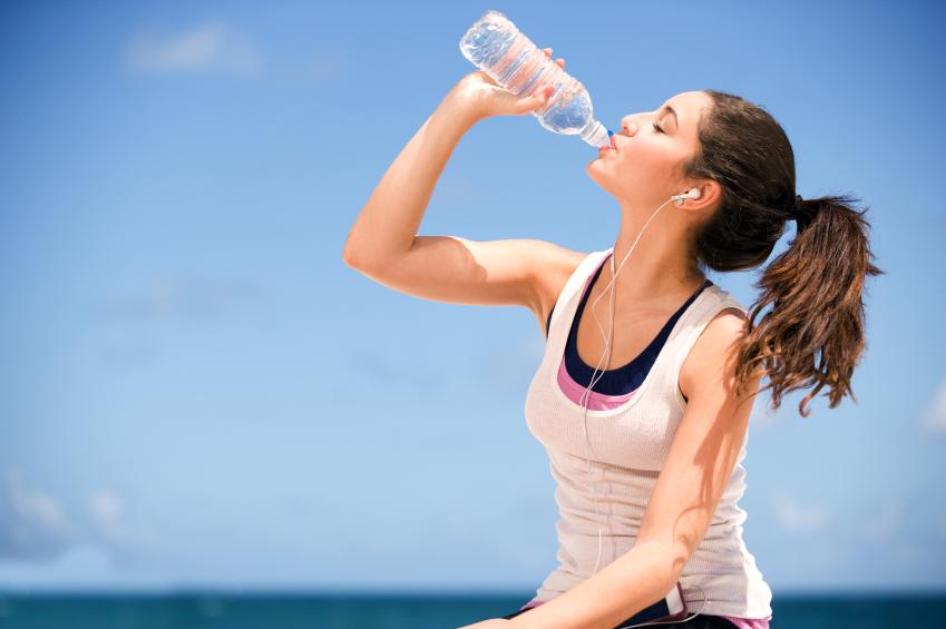 أهم الفوائد الصحية لشرب الماء في الصباح