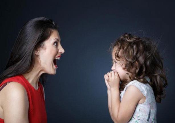 أخطاء يرتكبها الأهل في تربية أطفالهم