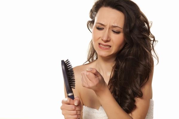 ثلاث وصفات طبيعية لعلاج تساقط الشعر