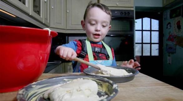 طفل لم يذق طعم الأكل في حياته و السبب…