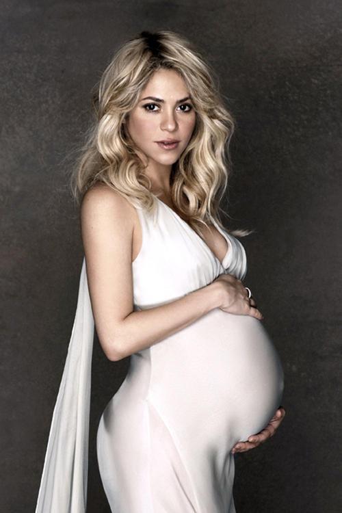 """""""شاكيرا"""" تنشر صورة واضحة لمولودها الجديد """"ساشا"""""""