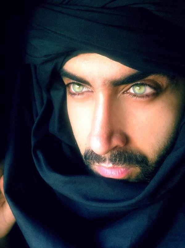 صور: أردني من أم لبنانية يحصد لقب أجمل عيون عربية وعالمياً