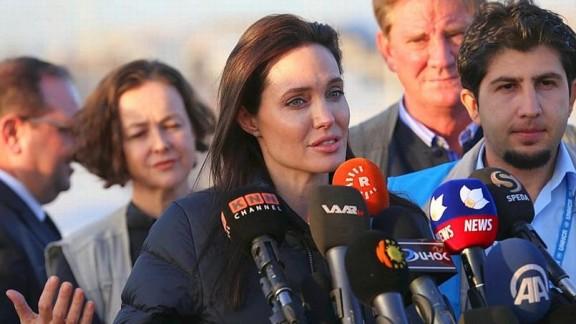 """رسالة أنجلينا جولي للعالم من العراق : """"الأسرة الدولية لا تقوم بعملها"""""""